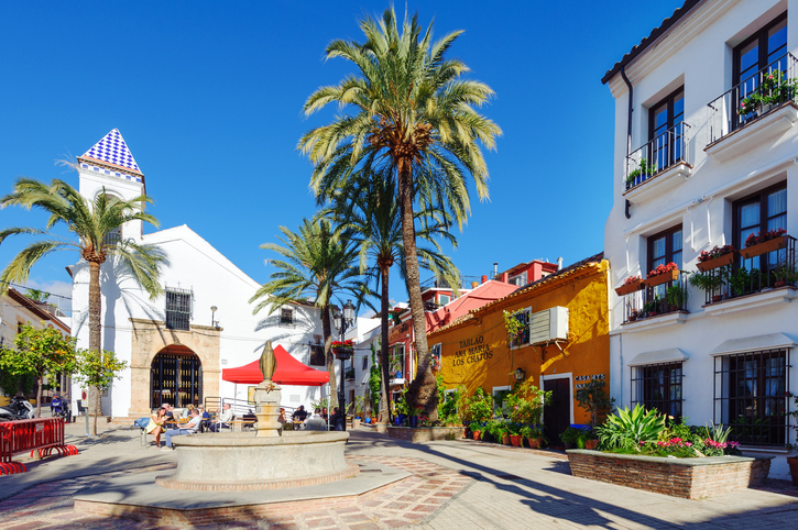 If you're looking to get away to relish in some winter sun, Spain could be your best bet. From Ireland, Spain is only a short distance, which means you can enjoy a visit over winter and still make it home in time for Christmas. Winter is almost unheard of in Andalucia, with the scorching sunshine reigning over the cities in the region, despite the temperature dropping in other locations throughout the country. All year round you'll enjoy sizzling temperatures in the south, and while it's almost unbearable in the height of summer, winter is the perfect temperature for tourists. WHY VISIT SPAIN IN THE WINTER? With a long list of places to go in Spain, there are plenty of reasons why this stunning country is the ideal place to spend the winter months. As the temperature drops in Ireland and we notice the evenings getting darker, it's no surprise that people decide to jet overseas instead. The weather in the south of Spain averages at around 16-18°C, which is substantially higher than that of Ireland. The days are longer, with around 10 hours of sunshine per day, allowing you to watch the sunset in the evening, which is particularly beautiful if you have the opportunity to watch it set over the sea. While the weather is definitely a reason to go to Spain, with low rainfall, higher temperatures and sun, the parties also bring a lot of people in. Winter fiestas are big in Spain, many people may think the party season dies down once September comes, but it is stronger than ever in December. You may miss celebrating Christmas at home, but it's a huge celebration in Spain, so you won't miss out on any of the fun – just the cold weather. Christmas celebrations in Spain are quite different from Ireland. While Christmas Day is mostly associated with food, in Spain it's filled with leftovers. Christmas Eve is the country's big food event, it's usually quite formal and people tend to get dressed up as they start the celebrations. WHERE TO GO IN ANDALUCIA FOR WINTER SUN If you're 