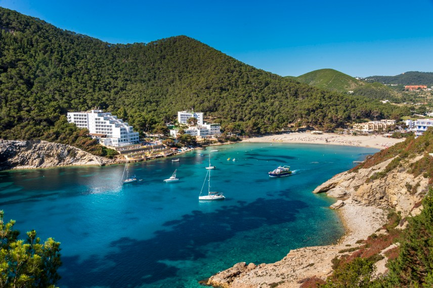THE DRIEST HOLIDAY DESTINATIONS IN THE WORLD TO ESCAPE THE RAIN